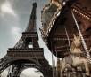 Das berühmte Karussell dreht sich am Fuße des Montmartre in Paris